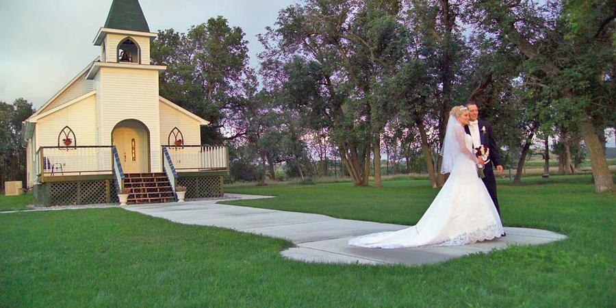 Sheyenne Riverbend Farm wedding North Dakota
