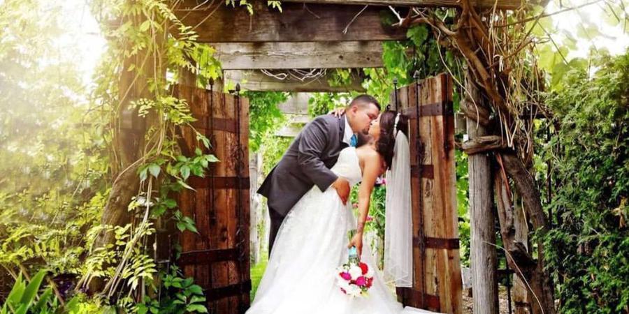 Sandstone Vineyard wedding Idaho