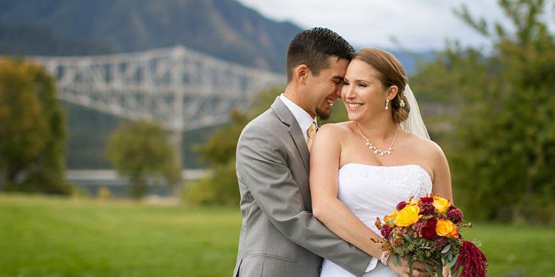 Thunder Island at Marine Park Port of Cascade Locks wedding Portland