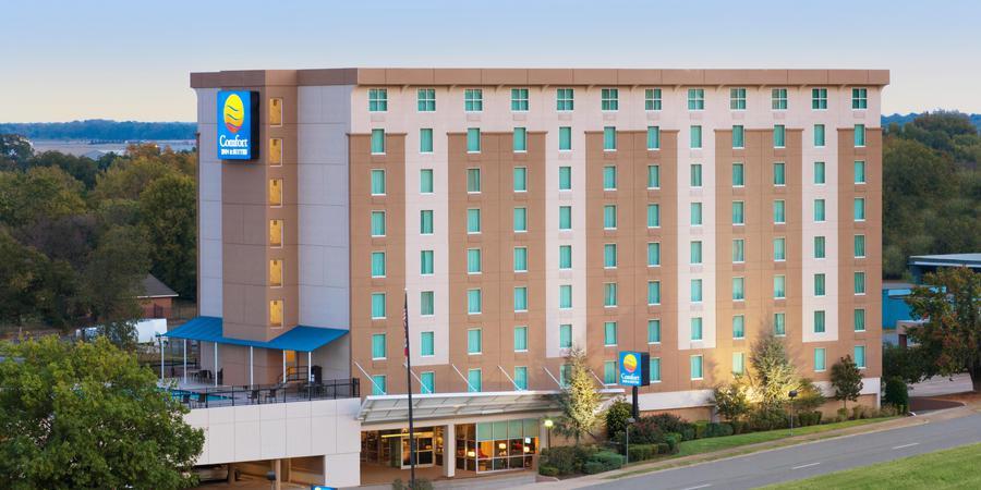 Comfort Inn & Suites Presidential wedding Arkansas