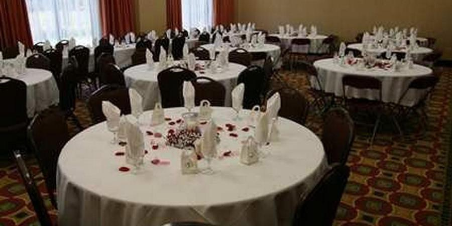 Hampton Inn & Suites Woodstock, VA wedding Northern Virginia