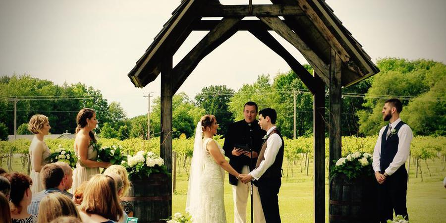 Sleepy Creek Vineyards wedding Central Illinois