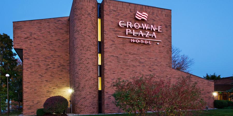 Crowne Plaza Grand Rapids   Airport wedding Grand Rapids
