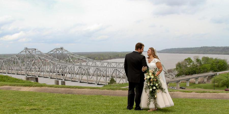 Hotel Vue & The Pilot House wedding Mississippi