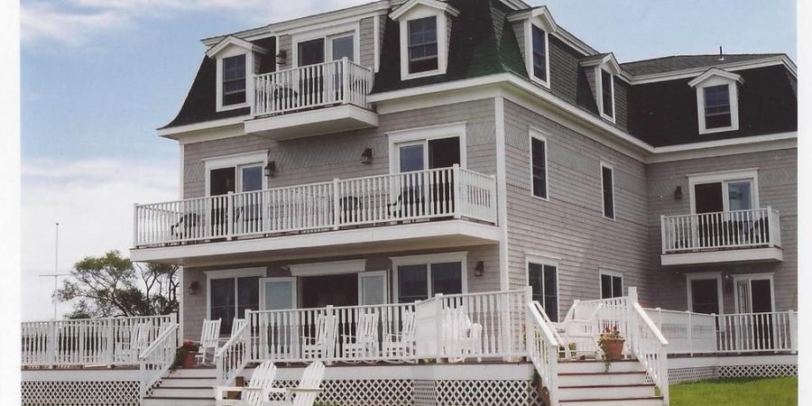 Payne's Harbor View Inn wedding Coastal Rhode Island
