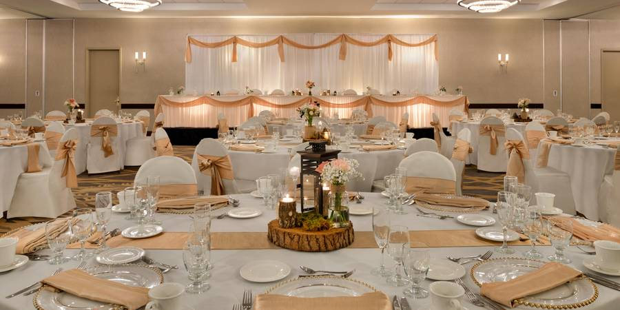 Embassy Suites by Hilton Milwaukee Brookfield wedding Milwaukee