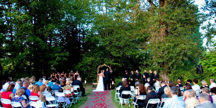 The Troutdale House by the Sandy River wedding Portland