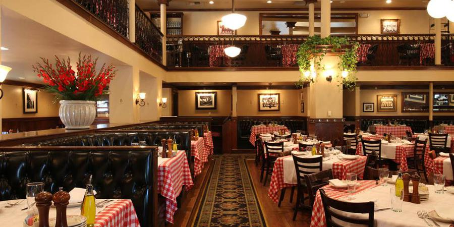 Maggiano's King of Prussia Banquets wedding Philadelphia