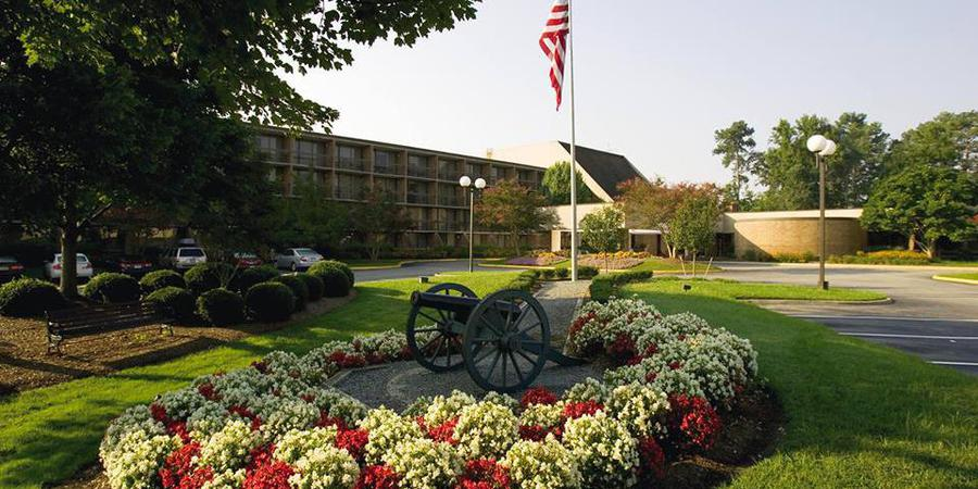 Fort Magruder Hotel & Conference Center wedding Virginia Beach