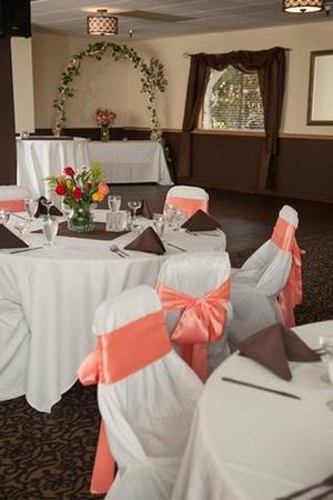 Rivershore Bar and Grill wedding Portland