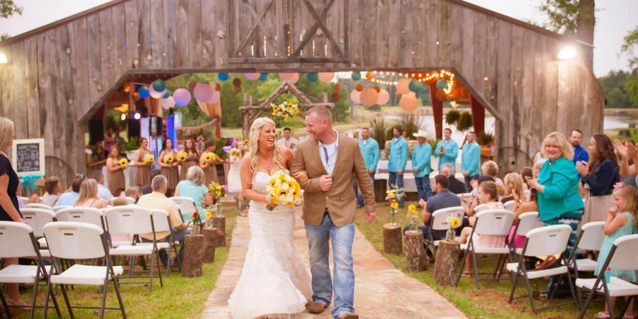 The Farmhouse Retreat Weddings wedding Dallas