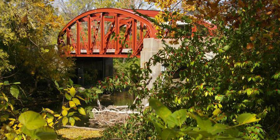 Old Red Bridge in Minor Park wedding Kansas City