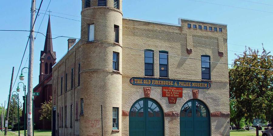 Superior Public Museum - Firehouse wedding Eau Claire