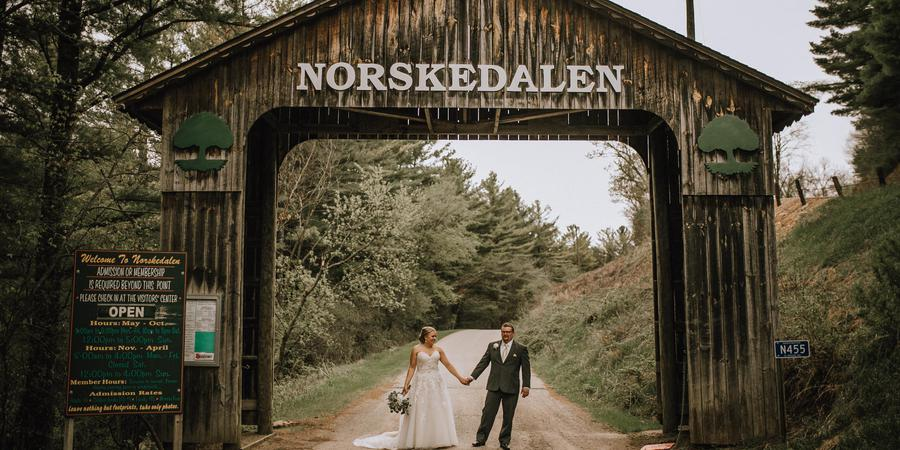 Norskedalen Nature and Heritage Center wedding Madison