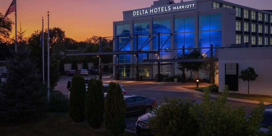 Delta Hotels by Marriott Milwaukee Northwest wedding Milwaukee