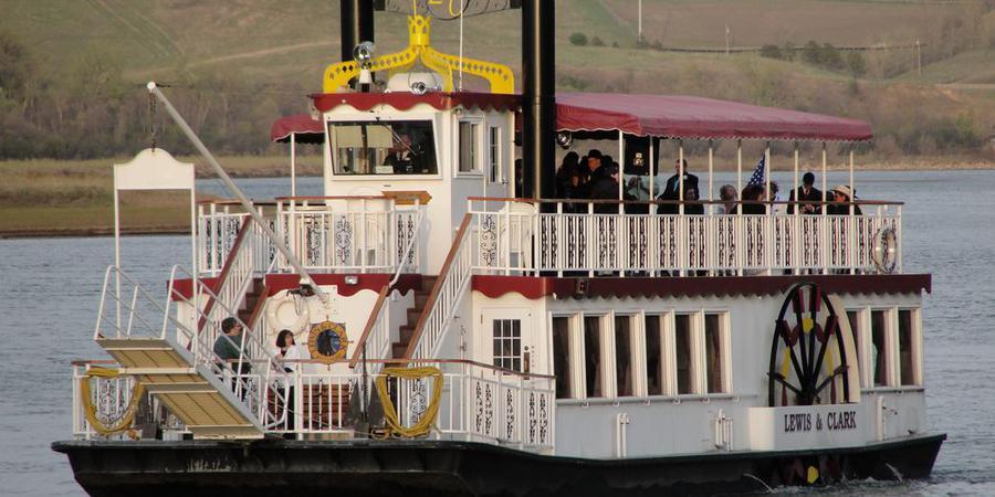 Lewis and Clark Riverboat wedding North Dakota
