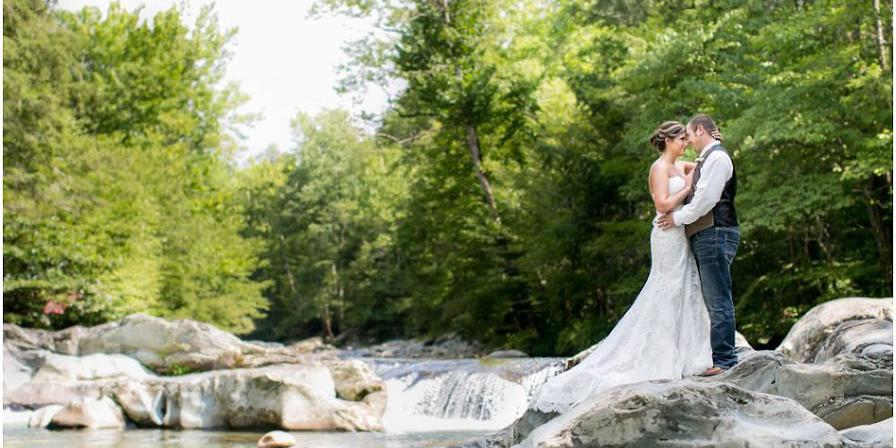 Little Log Wedding Chapel Weddings Get Prices For Wedding