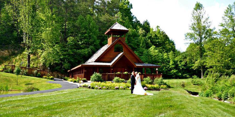 Little Log Wedding Chapel wedding Gatlinburg