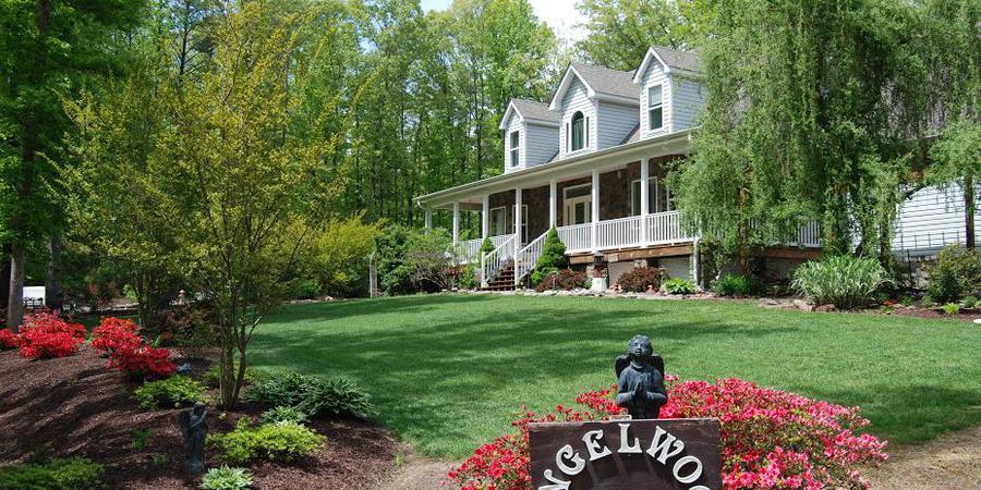 Angelwood Inn wedding Fredericksburg