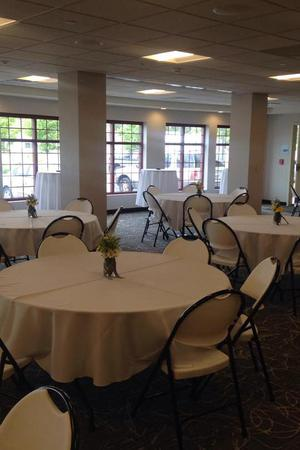 Holiday Inn Express & Suites Cheney wedding Spokane