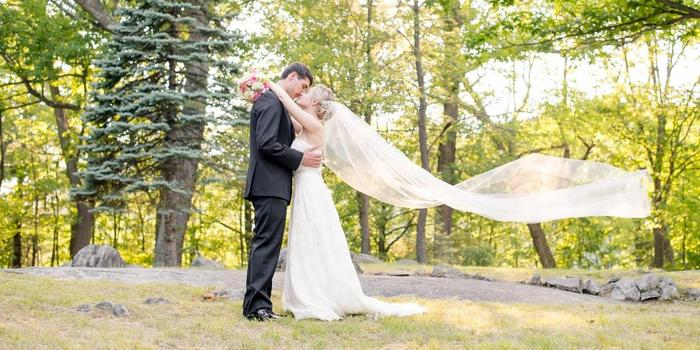 Laura Lee Photography wedding photographer profile image