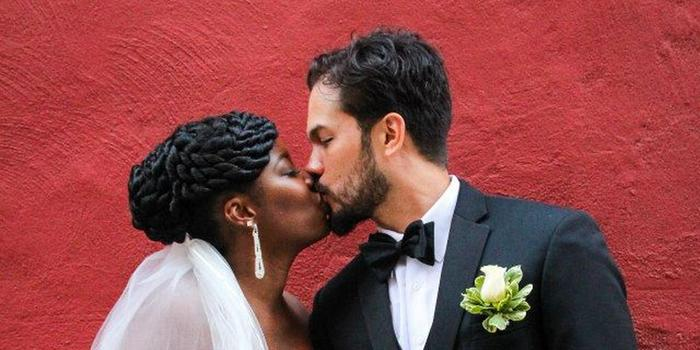 Jeanesque Photography LLC wedding photographer profile image