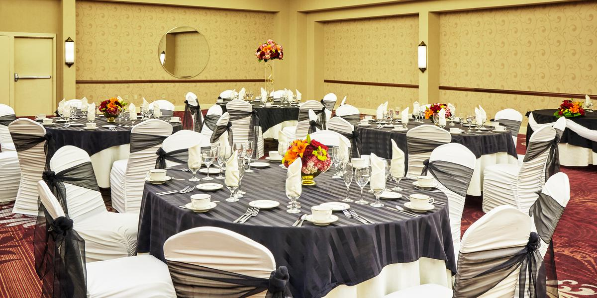 the center at holiday inn lehigh valley weddings in breinigsville pa
