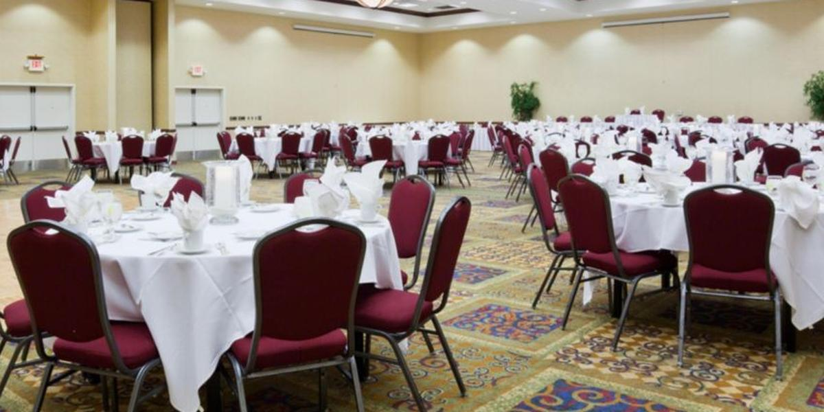 Holiday Inn Conference Center Marshfield Weddings In WI