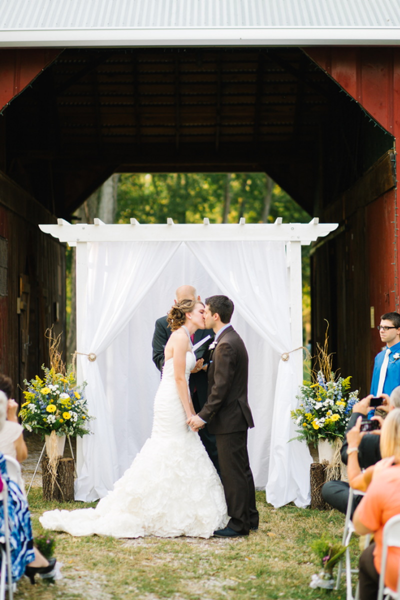 Willoughby Farm Weddings | Get Prices for Wedding Venues in IL