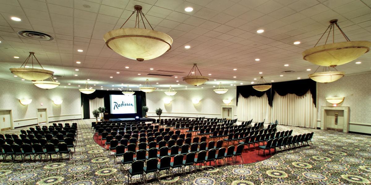 Radisson Hotel Harrisburg Weddings | Get Prices For Wedding Venues
