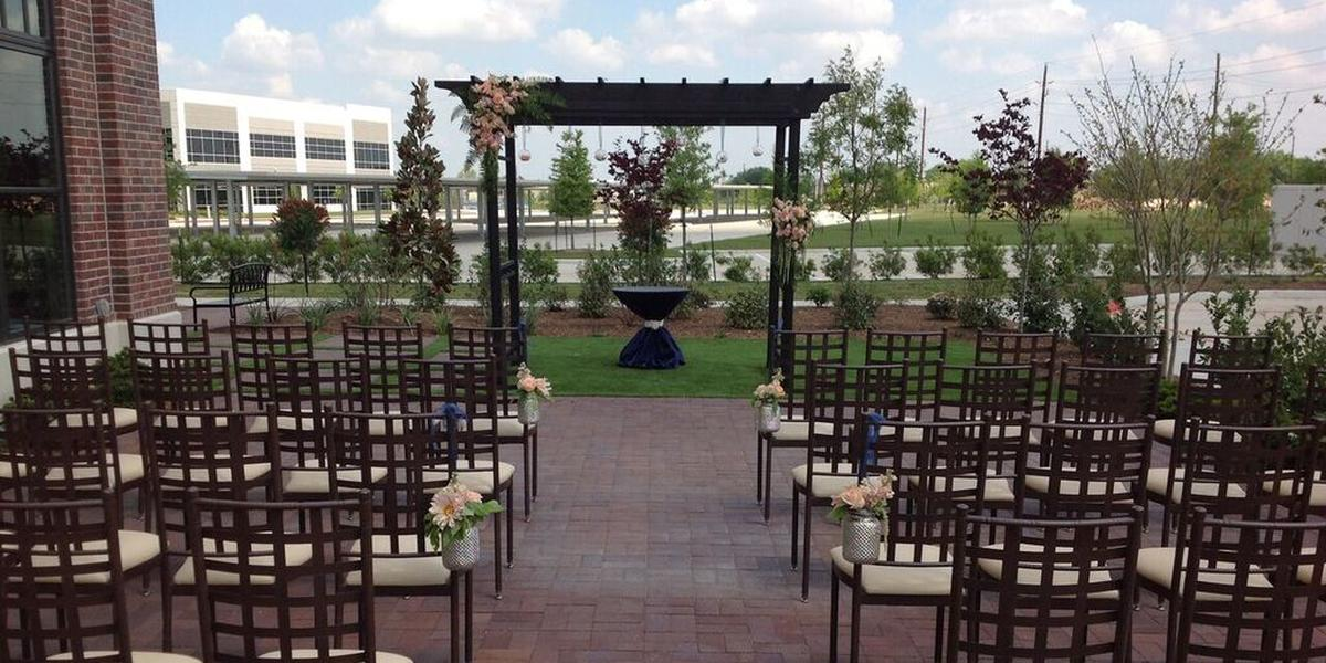 Rustic Barn Wedding Venue All Inclusive Package Houston Mof Oaks Weddings Events Source Elopement Packages In