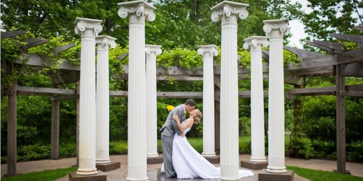 Minnesota Wedding Ceremony Locations: Noerenberg Gardens Weddings