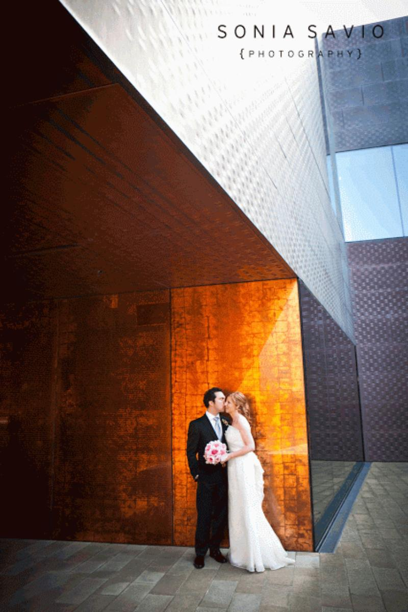 de Young Museum wedding venue picture 11 of 16 - Photo by: Sonia Savio Photography