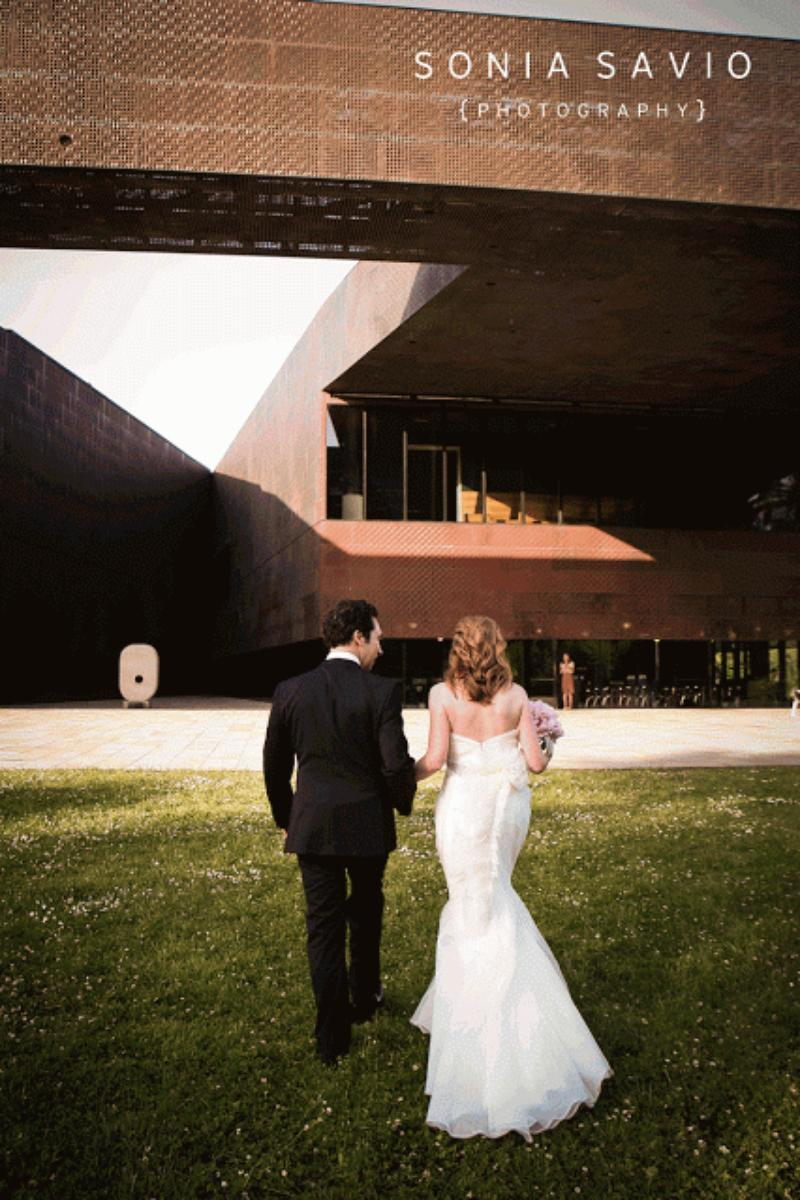 de Young Museum wedding venue picture 10 of 16 - Photo by: Sonia Savio Photography