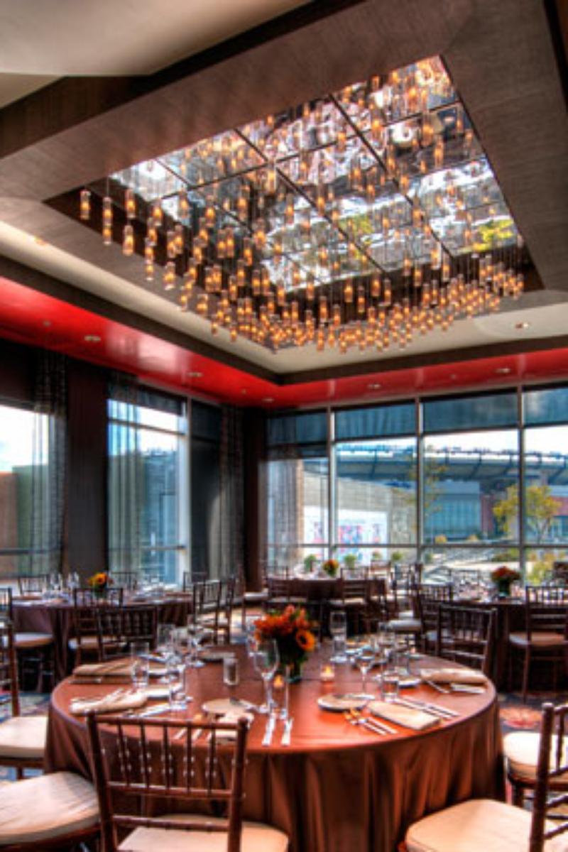 Renaissance boston patriot place hotel weddings for Salon medieval