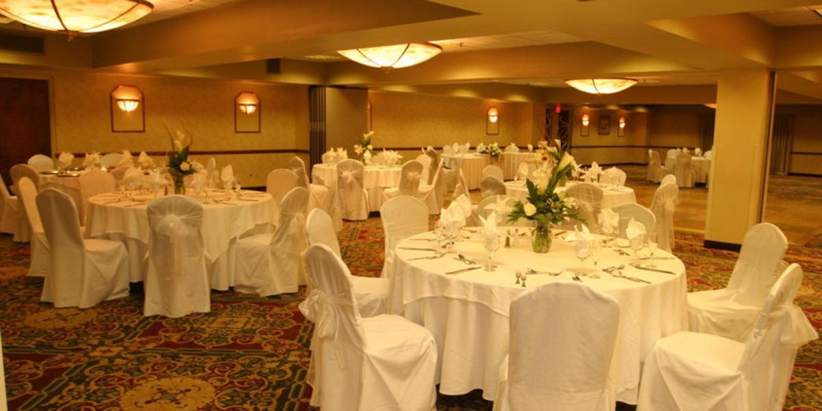 Get Prices For Wedding Venues: Holiday Inn Boston Brookline Weddings