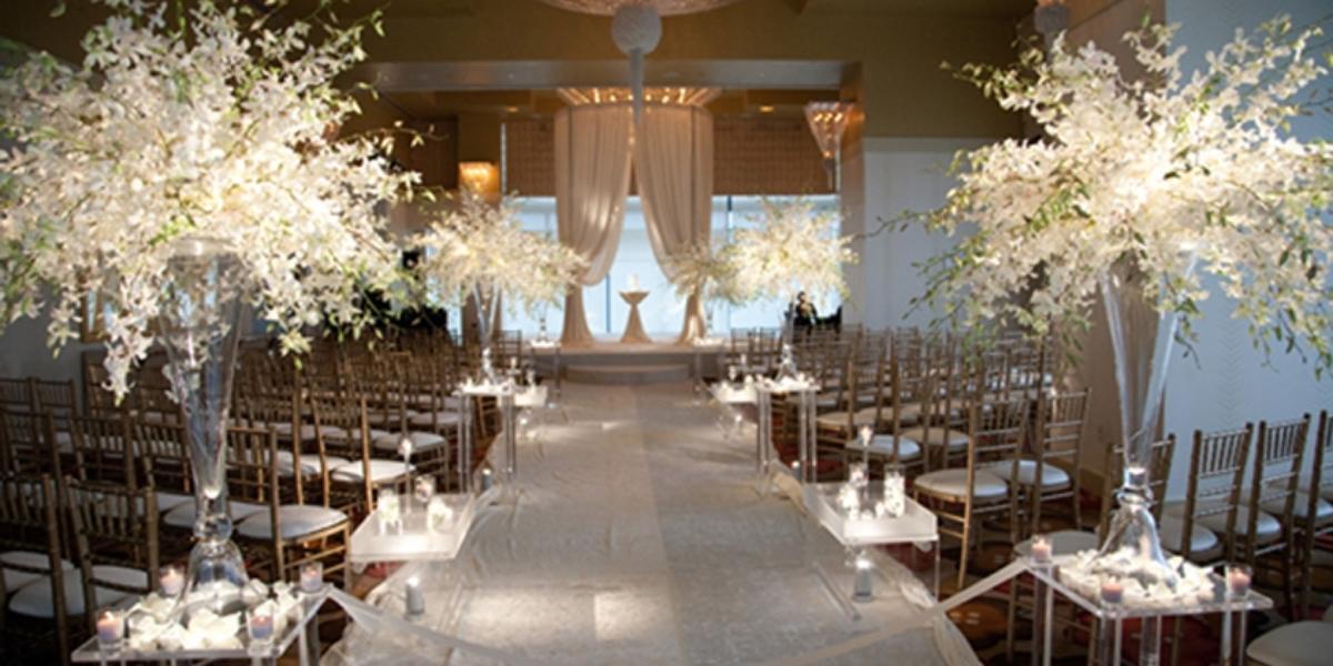 Embassy Suites Chicago Wedding - Unique Wedding Ideas