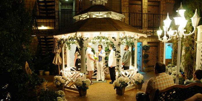 Viva las vegas wedding chapels weddings for Los vegas wedding packages