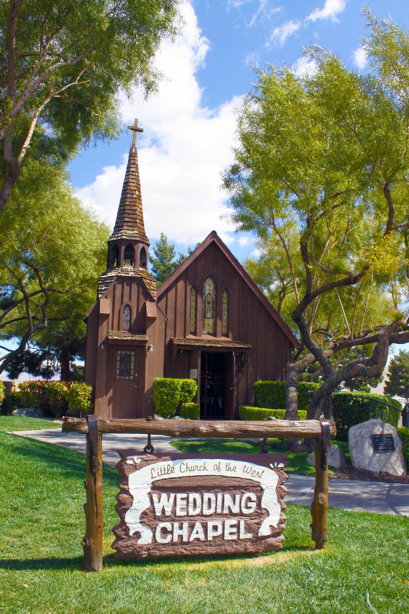 Little church of the west wedding chapel weddings for Wedding chapels in las vegas nevada