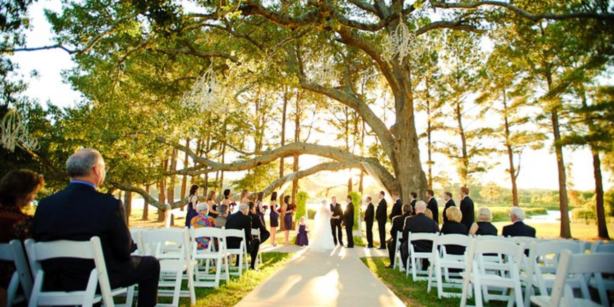 Castle on the lake weddings get prices for wedding for Honeymoon places in texas
