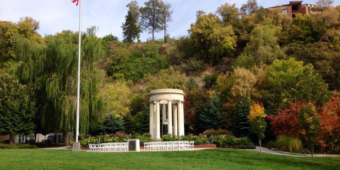 Memorial house at memory grove park weddings for Grove park house
