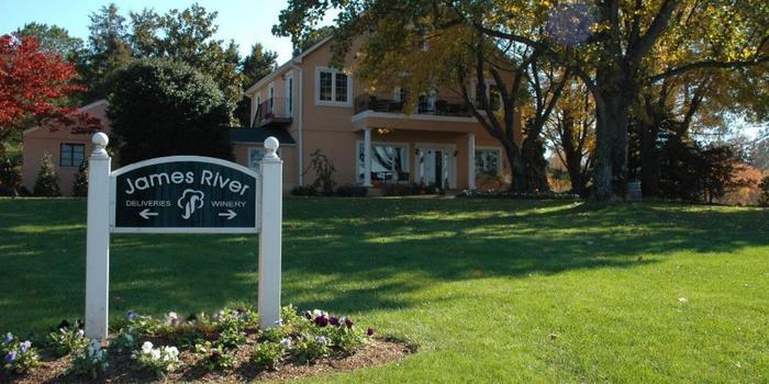 James River Cellars Winery wedding Fredericksburg