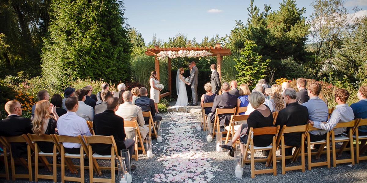 Willows lodge weddings get prices for wedding venues in wa for Outdoor wedding washington state