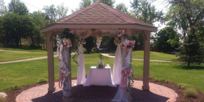 Lapeer Country Club wedding venue picture 9 of 11 - Provided by: Lapeer Country Club