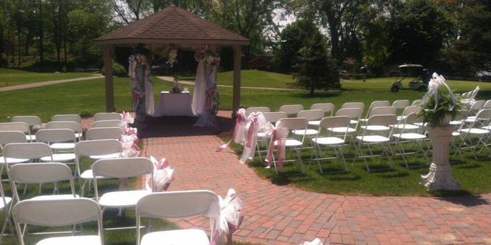 Lapeer Country Club wedding venue picture 1 of 11 - Provided by: Lapeer Country Club
