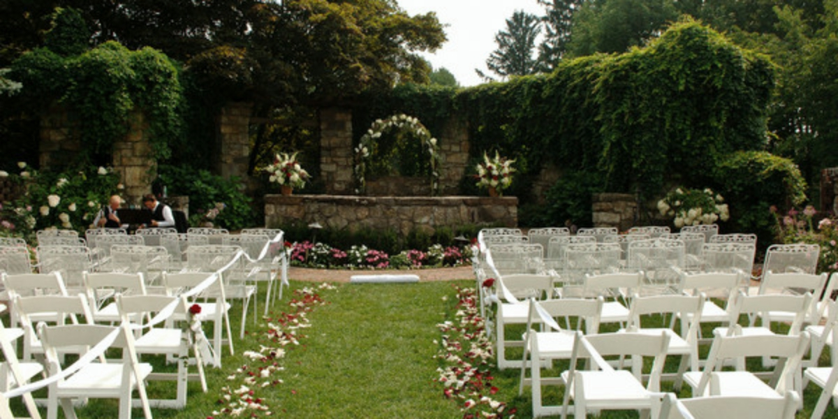 Le ch teau restaurant weddings get prices for wedding for Outdoor wedding venues in ny