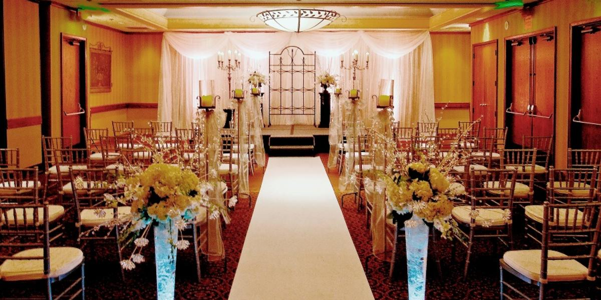 Get Prices For Wedding Venues: DoubleTree By Hilton Portland Weddings