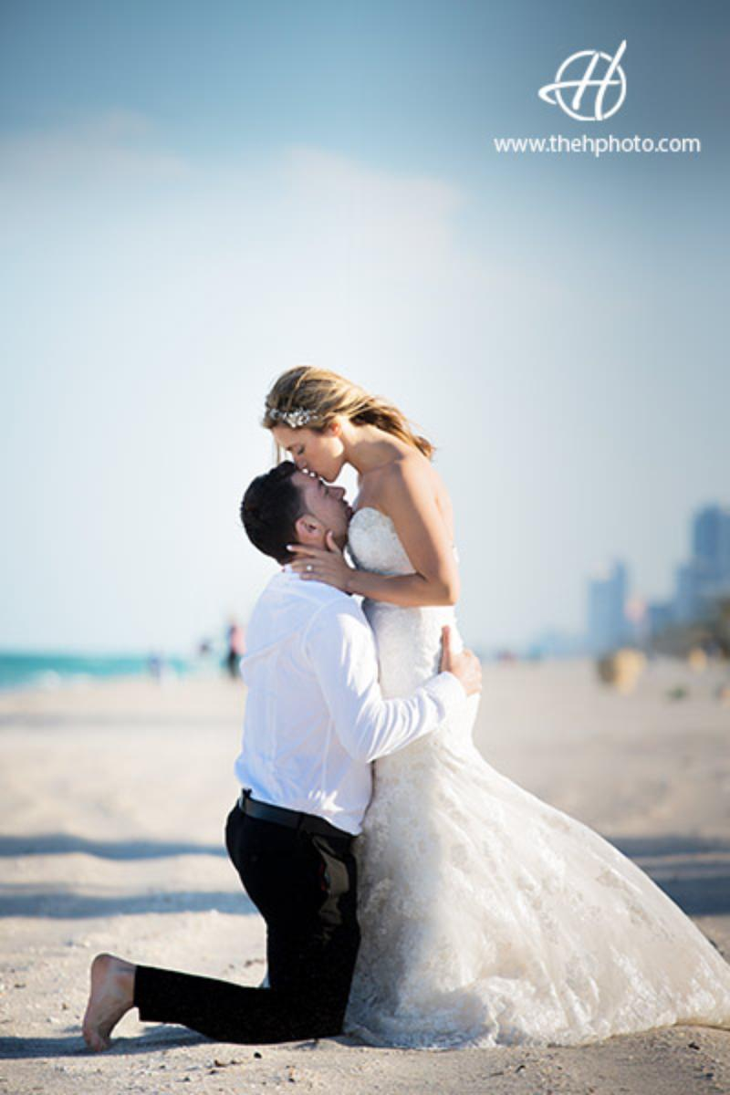 Hollywood Beach wedding venue picture 6 of 12 - Photo by: The H Wedding Photography