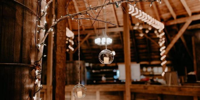 Inn at the Round Barn Farm wedding venue picture 10 of 16 - Photo by: Golden Hour Studios