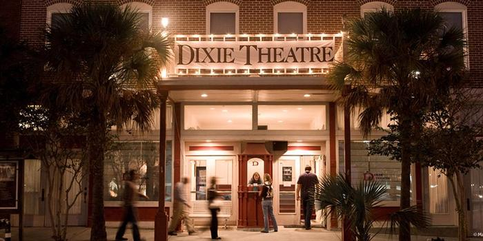 Dixie Theatre wedding venue picture 5 of 10 - Photo by: Mandi Singer photography